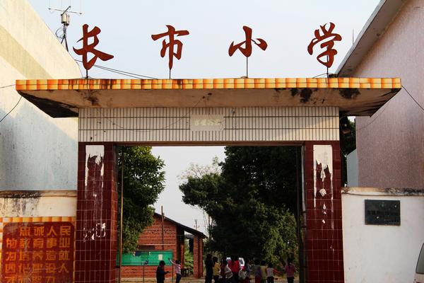 2014-04-20 2014年4月在广州市海珠区龙潭村建成第一所社区图书馆